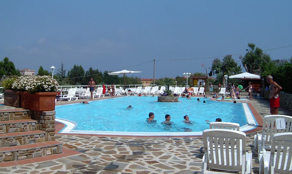 Diano marina campeggio con piscina riviera dei fiori - Camping en oliva con piscina ...